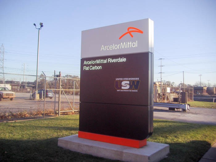 A gray, black and orange panel sign giving instructions to drivers, representing how one can benefit from calling a Cook County, IL sign company.
